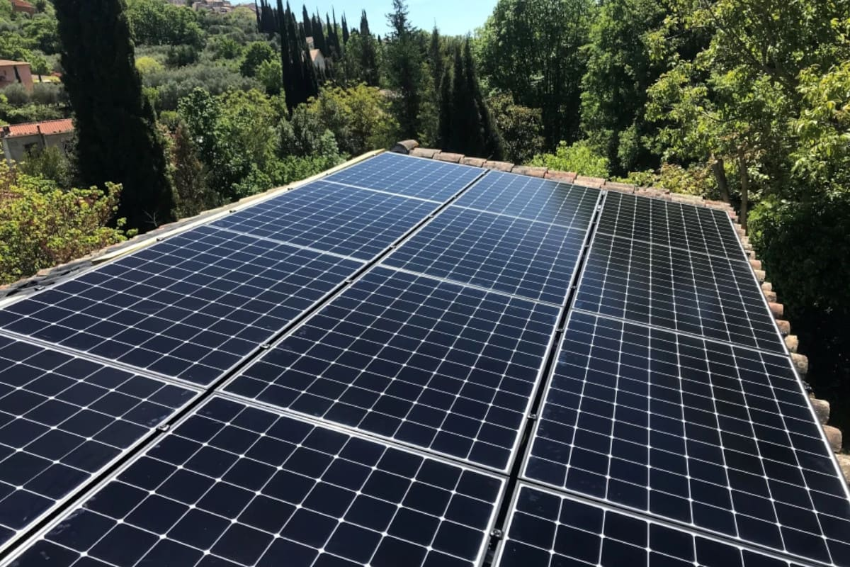 a j toit panneaux solaires