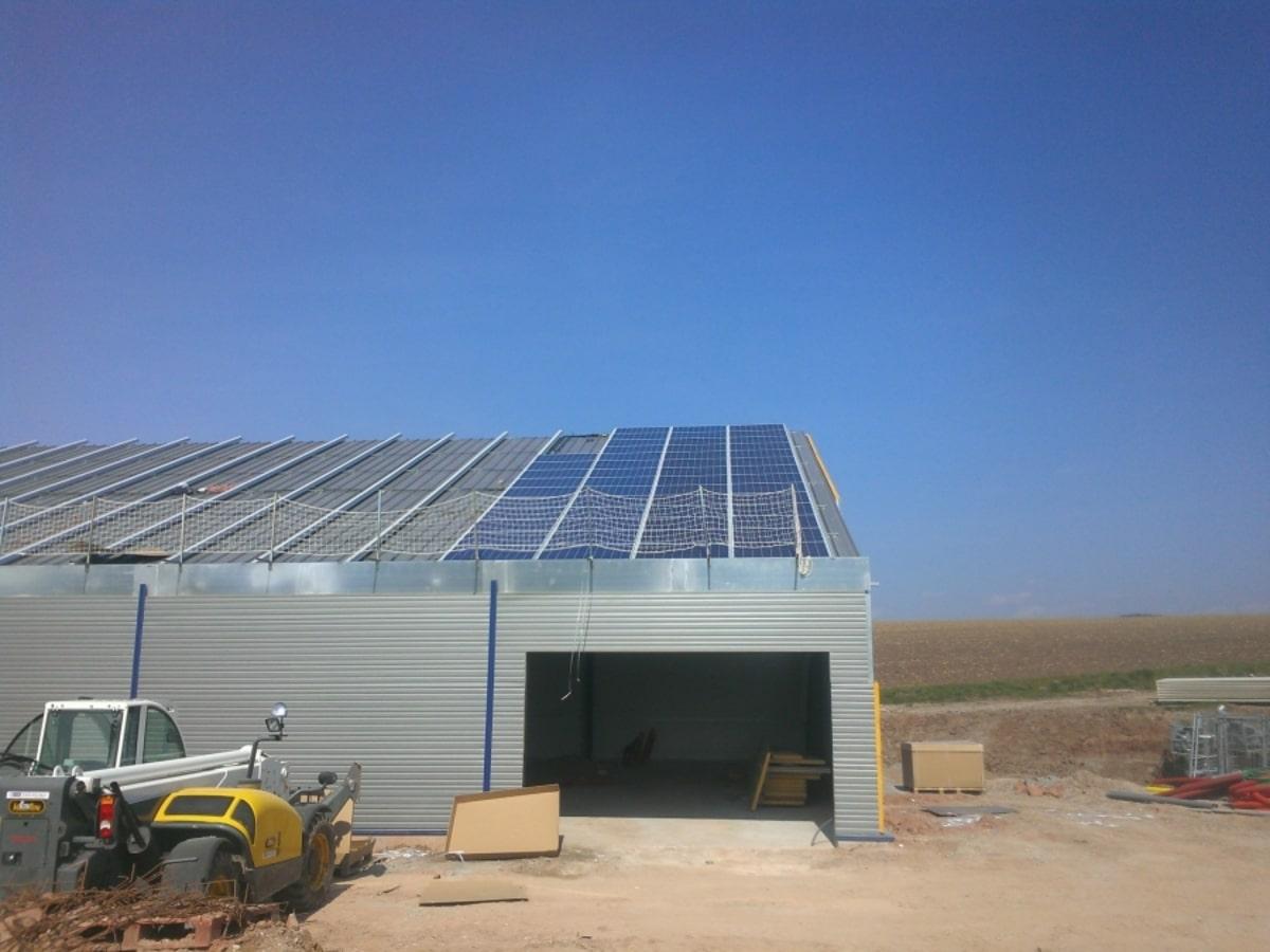 Alcone pose de panneaux solaires sur toit