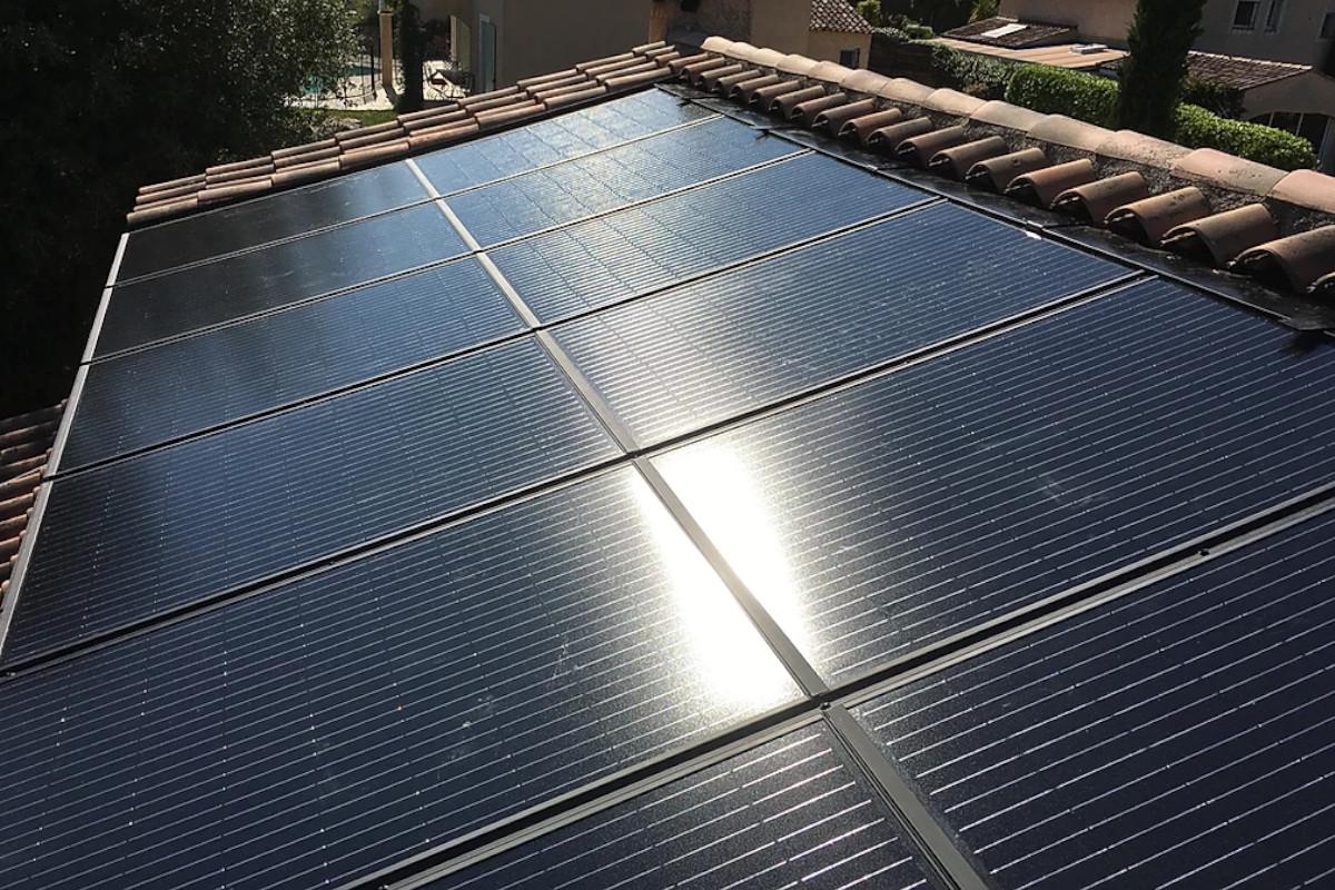 panneaux photovoltaïque azur système solaire