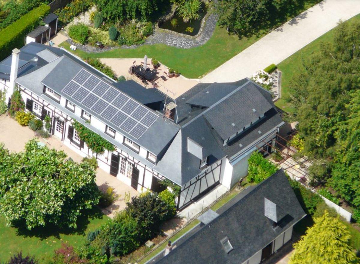 Cauchy Entreprise pose de panneaux photovoltaiques sur toit
