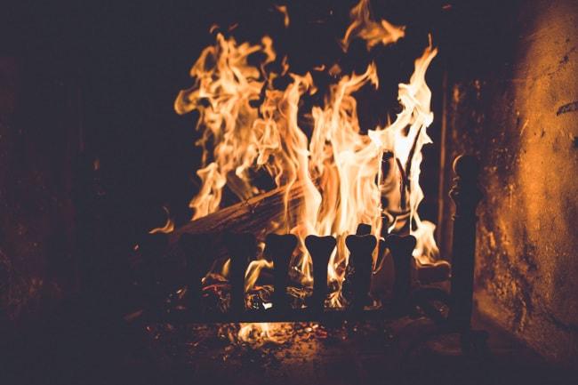 Lors des jours EJP et des jours rouges Tempo, il vaut mieux allumer une bonne flambée et couper le chauffage électrique, sinon vous sentirez passer la note !