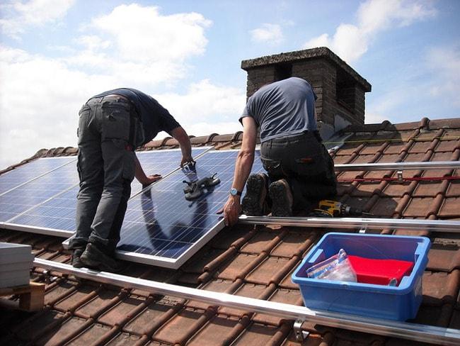 Installation panneau photovoltaïque sur toiture