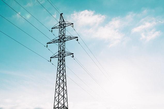 Quels sont les taxes et contributions à payer pour l'électricité
